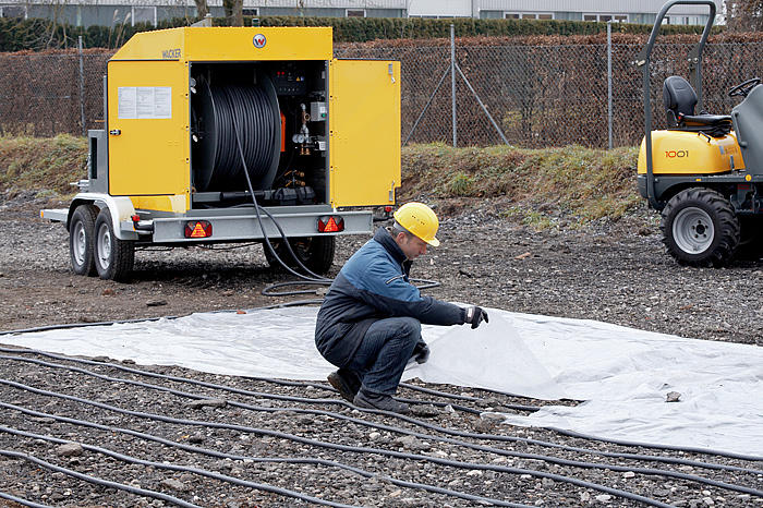 Ground heater HSH700 - in action: installation of heating hose and insulating mat