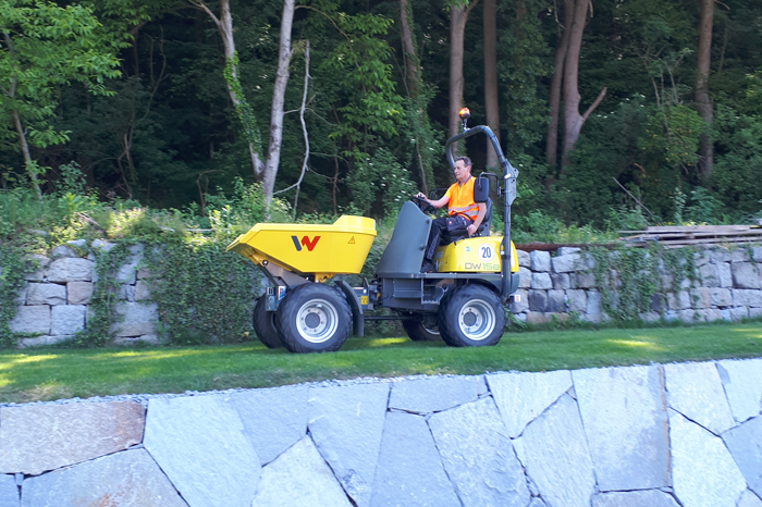 Electric Wheel Dumper DW15e in action