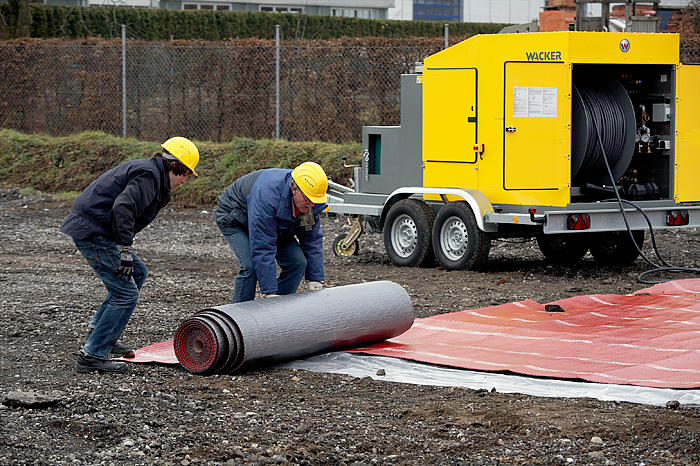Ground heater HSH700 - in action: insulating mat